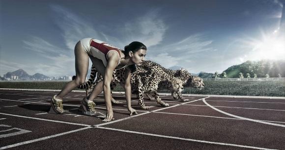 Γυναίκα ετοιμάζεται να τρέξει.