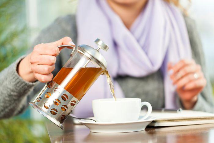 Γυναίκα πίνει τσάι
