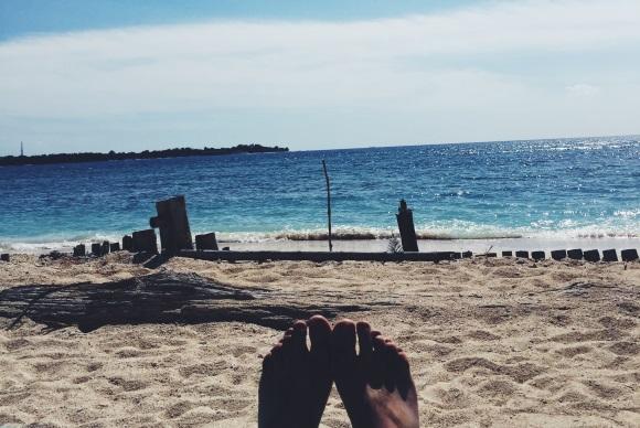 Αγχος. Πόδια. Θάλασσα.