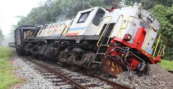 Τρένο εκτροχιασμένο.